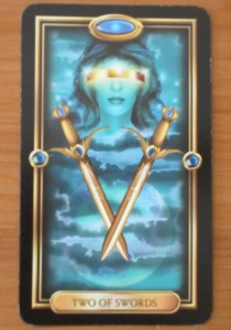 two-of-swords-gilded-tarot