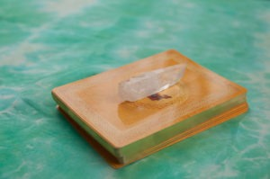 clear-quartz-crystal-tarot-deck
